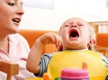 """Mẹ """"bơ"""" khi trẻ cáu không phải là ý kiến hay"""