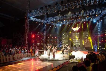 Sân khấu hoành tráng đêm Chung kết Đồ rê mí 2013