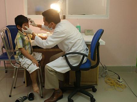 Cha mẹ không nên chủ quan với các bệnh lý ở mắt của trẻ.