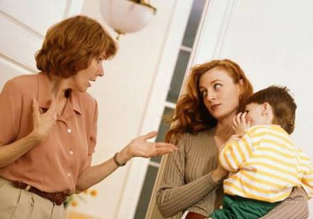 Mẹ chồng thường xuyên ca ngợi rằng mà một tay chăm cháu, còn em thì lười chảy thây