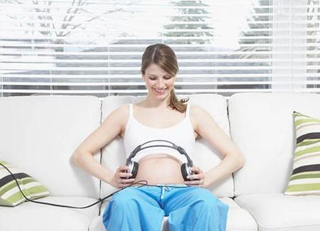Chưa có nghiên cứu chính thức chứng minh nghe nhạc giúp thai nhi thông minh hơn