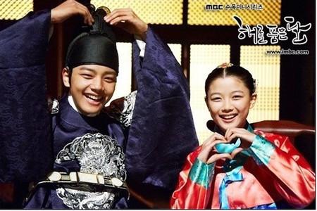 Cặp sao nhí Yeo Jin Goo và Kim Yoo Jung từng gây bão với vai diễn trong Mặt trăng ôm mặt trời.