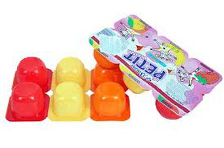 Các sản phẩm của sữa (sữa chua, váng sữa, phô mai...) nên để khi bé qua 9 tháng tuổi mới cho ăn, theo lời khuyên của bác sĩ.