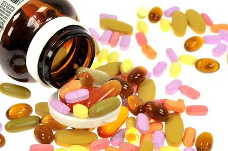 Khi bổ sung vitamin và khoáng chất cho trẻ bằng thuốc, cần chú ý đúng chỉ định của bác sĩ để tránh biến chứng do quá liều
