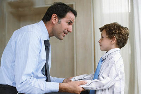 """Khi biết con bị bạn """"tẩn"""" ở trường, anh Tiến (Hoàng Mai, Hà Nội) không ngần ngại gặp và trách cô giáo, gặp cả nhà của bé kia để mắng mỏ, đôi co"""