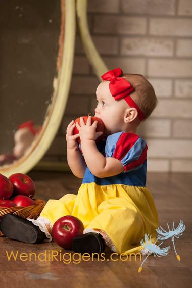 Nàng Bạch Tuyết và những trái táo của mụ phù thủy.