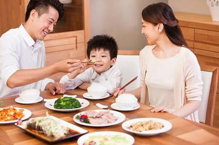Quan niệm của mỗi người là khác nhau nhưng gia đình 3 người ai bảo không hạnh phúc?