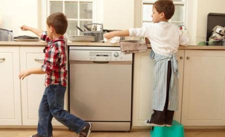 Tạo hứng thủ cho trẻ với chuyện làm việc nhà rất quan trọng