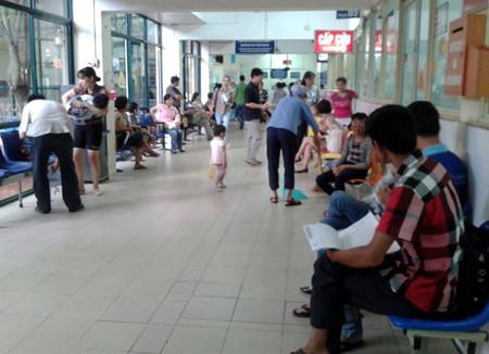 Khám bệnh tại bệnh viện Nhi TƯ.