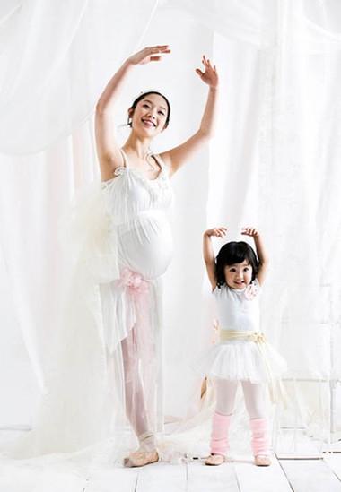 Khiêu vũ cùng âm nhạc nhẹ nhàng sẽ giúp mẹ bớt mệt mỏi và vui vẻ