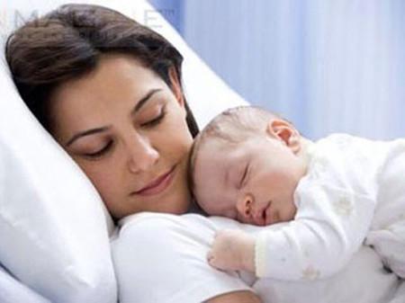Cuộc sống một mẹ một con khiến tôi có nhu cầu giao lưu với những bà mẹ khác hơn là những cô bạn chưa con cái