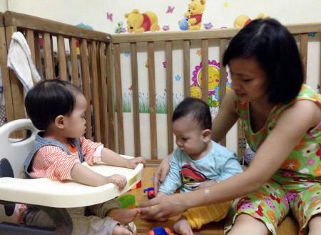 Nhiều trẻ trở nên khó tính, nhõng nhẽo hơn khi mẹ sinh em bé.