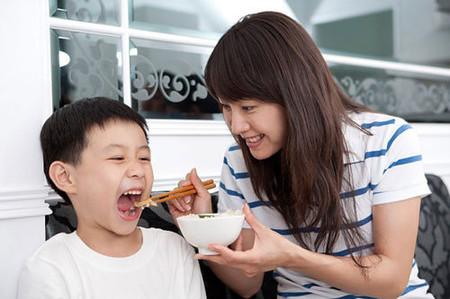 Theo tôi nhiệm vụ của mẹ là phải đảm bảo con ăn uống đấy đủ