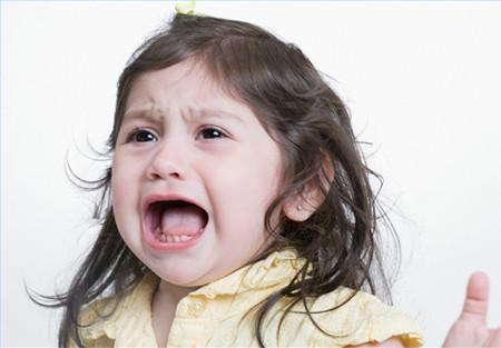 Ăn vạ là bình thường, tự nhiên và lành mạnh ở bé.