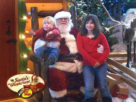 Cậu bé này không phải là fan của ông già Noel rồi, nhỉ!?