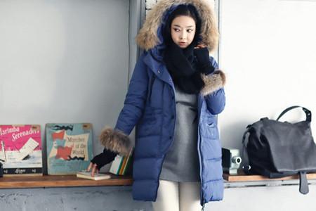 Nếu tiết trời quá lạnh, chị em có thể chọn những mẫu áo khoác phao để giữ ấm cho cơ thể.