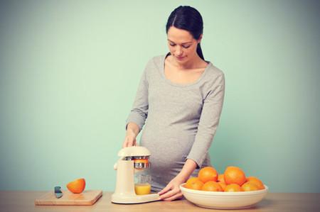 Trong cam có hàm lượng Vitamin C và Can-xi tương đối lớn, rất tốt cho bà bầu.