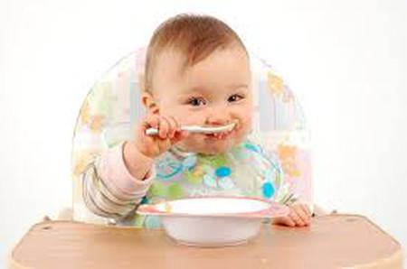 Tôi rất vất vả khi cho cháu ăn hàng ngày vì cháu lười ăn.