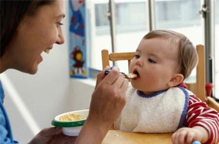 Khi nào nên cho trẻ ăn cháo?