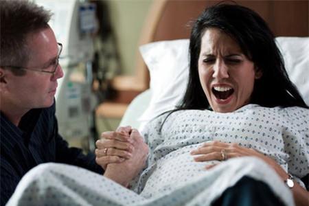 Thời gian sinh nở cho một ca đẻ bằng phương pháp gây tê màng cứng trung bình là 5 giờ 40 phút.
