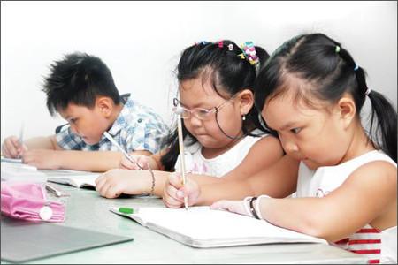 Cha mẹ không nên la mắng con nhiều, dù xảy ra bất kỳ chuyện gì trên lớp.