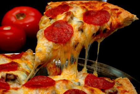 Pizza là thực phẩm chứa nhiều calo
