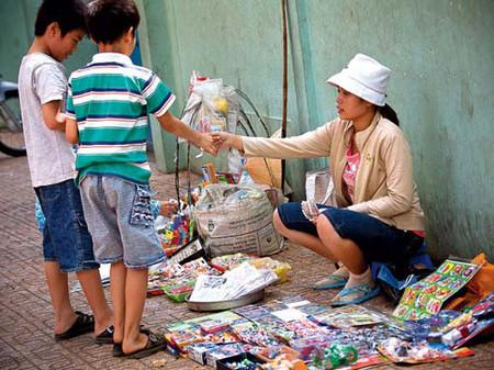 Trẻ con ngày nay thoải mái tiêu tiền mà không hề biết tiết kiệm cho bố mẹ