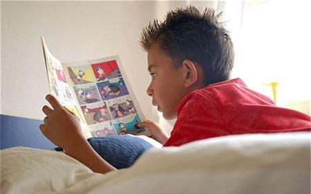 Trẻ đọc truyện suốt ngày là bệnh gì?