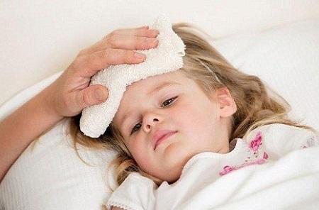 Các bước đơn giản giúp hạ sốt cho bé tại nhà