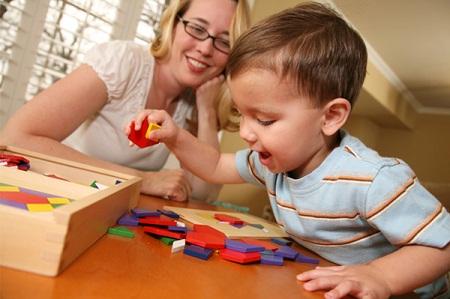 Muốn trẻ thông minh hãy để cho trẻ nghịch ngợm, khám phá.