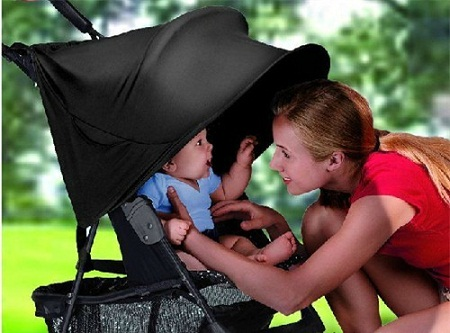 Cha mẹ để trẻ trong xe đẩy, ghế ngồi xe hơi, ít sự tiếp xúc trực tiếp với trẻ có thể ảnh hưởng, tổn hại đến sự phát triển lâu dài của trẻ.