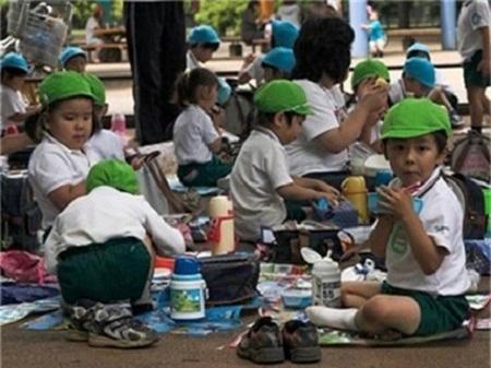 Người Nhật rất kiên nhẫn, tỉ mẫn và rất xem trọng dạy dỗ con.