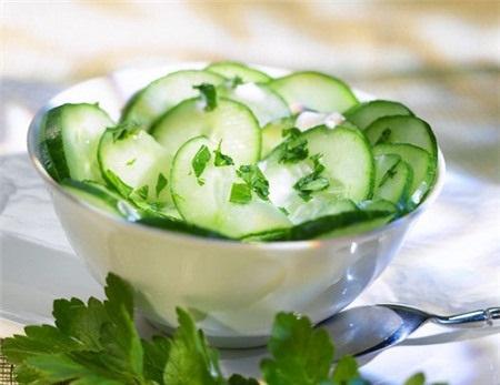 Lựa chọn những thực phẩm chứa nhiều nước là cách bổ sung nước tốt nhất cho cơ thể bạn.