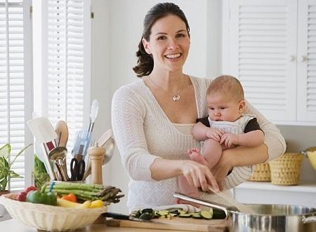 Trong nấm có nhiều vitamin và khoáng chất mà cơ thể bé hay thiếu, nhưng các mẹ phải cẩn thận khi chọn và chế biến nấm cho con.