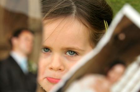 Bố mẹ ly hôn khiến con cái đau lòng.