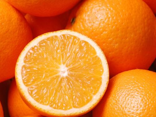 Cho bé ăn cam thường xuyên có bị loãng máu?