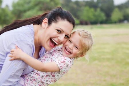 Các bà mẹ có thể học cách mỉm cười trong những ngày mỏi mệt.