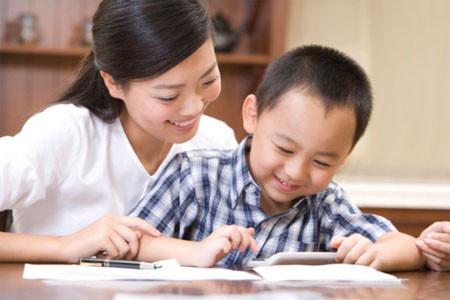 Tôi luôn bên cạnh chăm sóc và dạy dỗ con