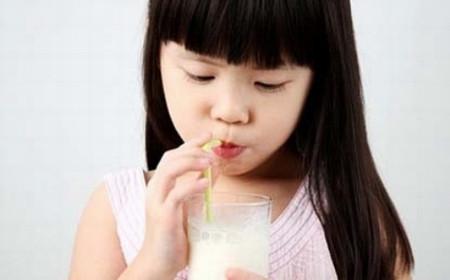 Uống sữa vào buổi tốt rất tốt cho sức khỏe.