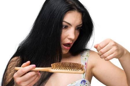 Sự thay đổi hóc môn khiến mái tóc dày và đẹp hơn khi mang thai.
