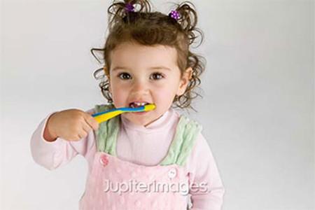 Vệ sinh răng miệng là cách phòng ngừa sâu răng ở trẻ