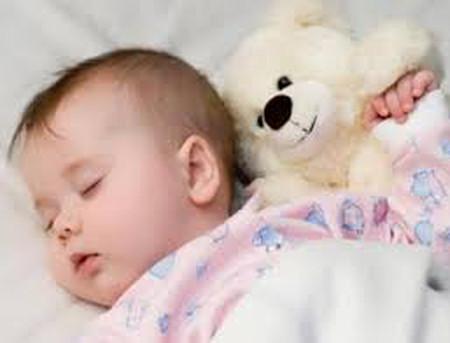 Tôi từng luyện cho bé Gấu con mình ngủ riêng kiểu Tây.