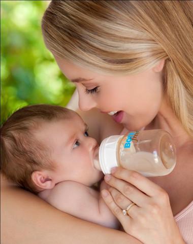 Khi bé sơ sinh bị đau bụng, đầy hơi