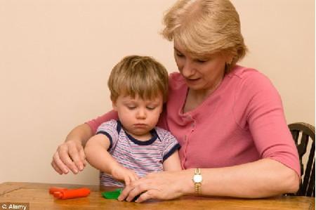 Chăm sóc cháu giúp bà giảm nguy cơ mắc bệnh Alzheimer