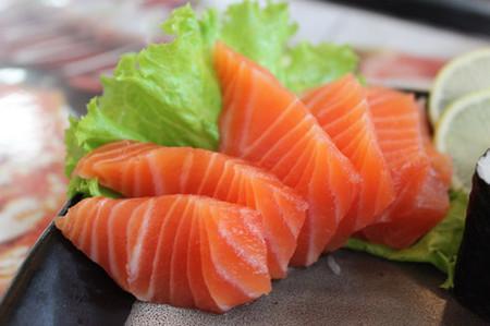 Cà hồi giàu omega-3 giúp thai nhi thông minh.