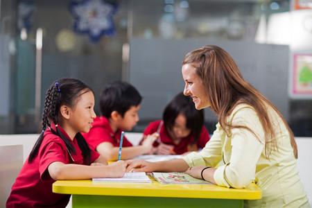 Đối với trẻ vừa rời trường Mẫu giáo, bước vào bậc Tiểu học là một bước ngoặt rất quan trọng