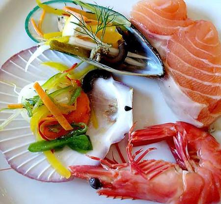 Các bác sĩ Nhi khoa hàng đầu khuyến cáo không nên cho trẻ ăn hải sản quá sớm
