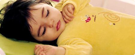 Ngủ ngon và liền mạch suốt đêm sẽ giúp bé học hỏi, phát triển tốt hơn vào sáng hôm sau.