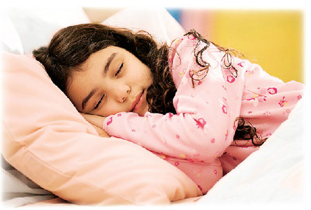 Việc thiếu ngủ ảnh hưởng xấu đến cả thể chất và tâm thần của trẻ.