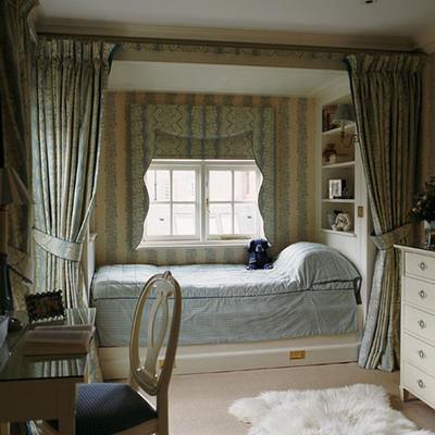 Những bức rèm vừa làm tăng sự mềm mại, vừa giúp phân chia các khu vực riêng biệt trong phòng.
